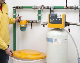 Impianto di trattamento acqua : addolcitore e dosatore di polifosfati